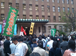 県庁前報告集会